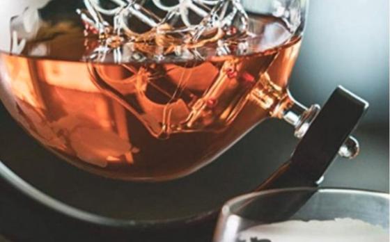 Fedec Whiskey Decanteerkaraf - Wereldbol - Luxe Whiskey Karaf Set - 0,8 L - Incl. 8 Whisky Stones & Schenktuit