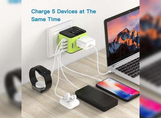 Fedec Universele Wereldstekker met 4 USB Poorten - Internationale Reisstekker voor 150+ landen - Zwart